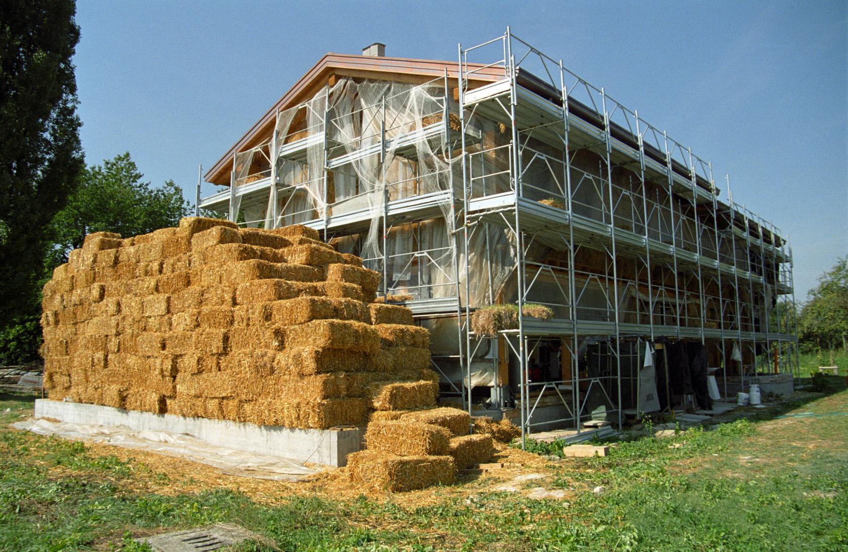 Come costruire da soli la propria casa di paglia terra nuova for Casa migliore da costruire