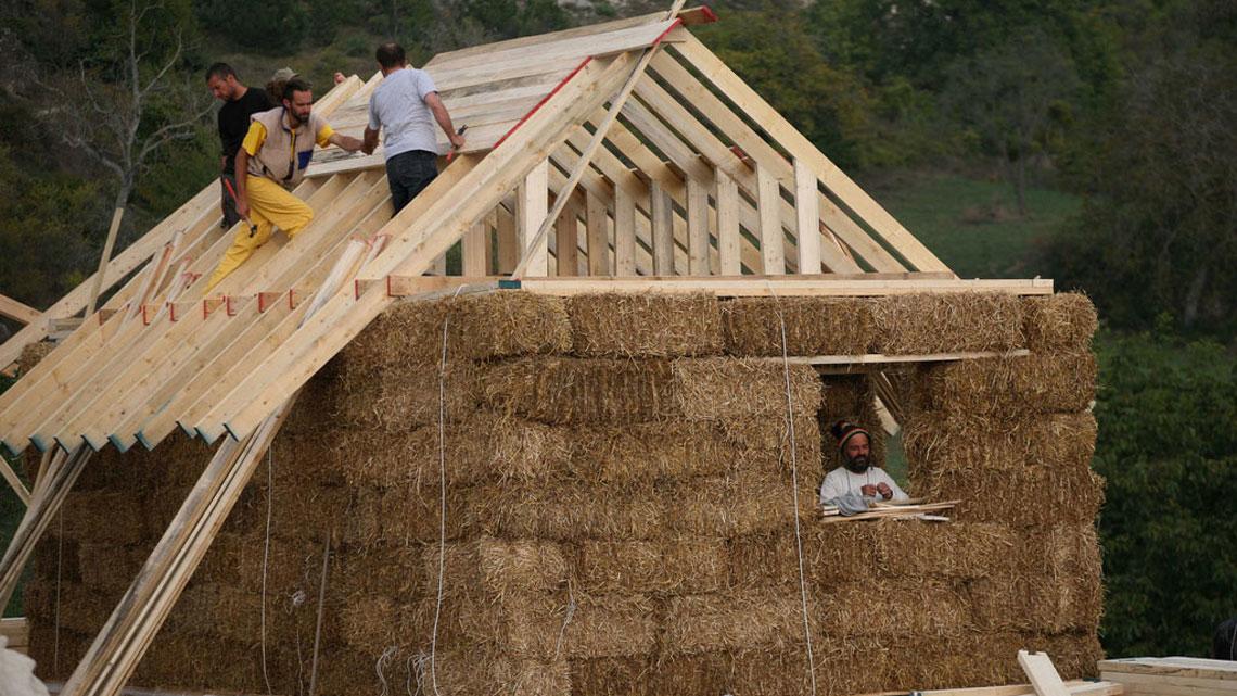 Costruire con le balle di paglia come utilizzare l - Costruire casa paglia ...
