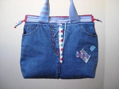 nuovo concetto 5be67 05e0a Zaini e borse fai da te, con jeans riciclati - Terra Nuova