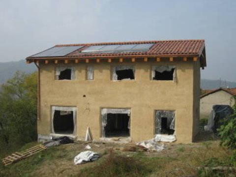 Una casa balle di paglia bella economica ecologica for Piani di casa di 5000 metri quadrati con seminterrato
